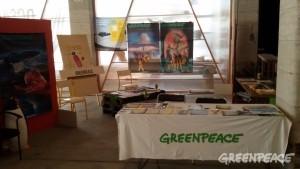 Le stand Greenpeace prêt pour l'ouverture