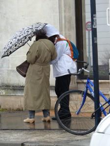 Une 2e rencontre sous parapluie