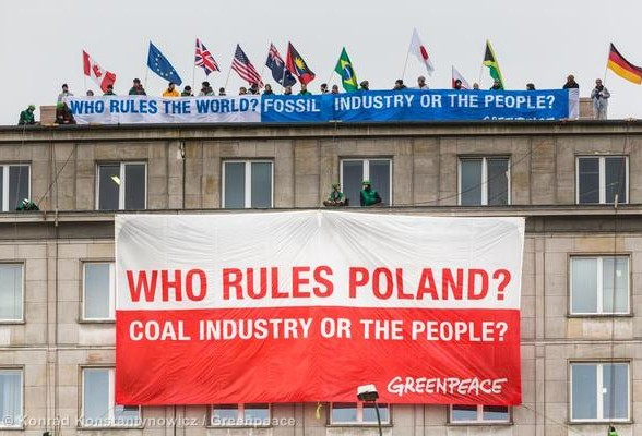 World Coal Summit Protest in Warsaw Protestbanner vor Kohlegipfel in Warschau