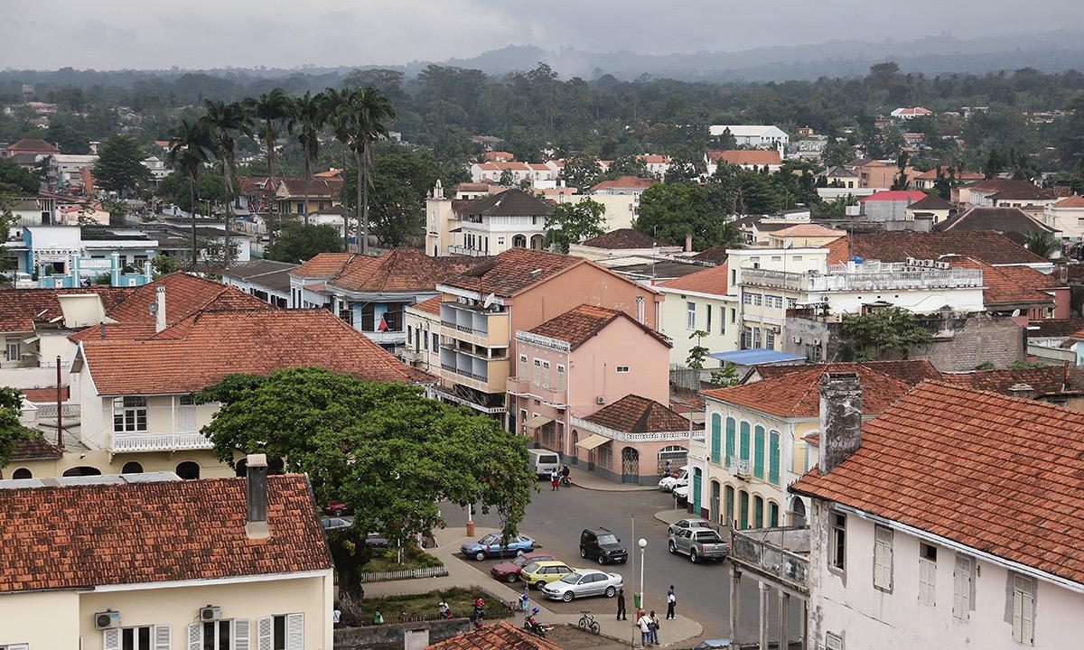 Sao Tomé-et-Principe est l'un des plus petits pays d'Afrique. Avec un tiers de son territoire couvert par des forêts, il abrite une grande biodiversité. Mais ce paradis forestier est aujourd'hui menacé par l'expansion des plantations d'huile de palme contrôlées par la Socfin. © Micha Patault / Greenpeace