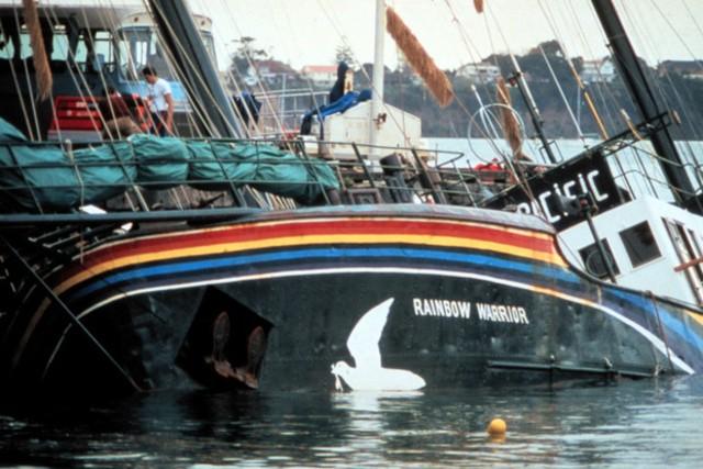 Le Rainbow Warrior, coulé le 10 juillet 1985 par une équipe de la DGSE