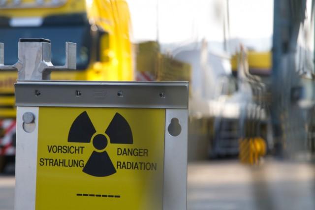 Déchets nucléaires transportés par train entre la France et la Suisse © Christian Schmutz / Greenpeace, 2011