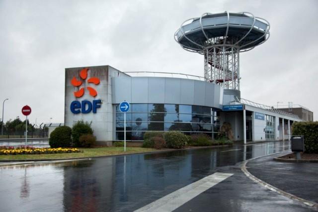 Entrée de la centrale nucléaire de Dampierre  © Micha Patault / Greenpeace