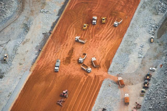 Sur le chantier du mega-barrage du Belo Monte, sur la rivière Xingu © Daniel Beltra / Greenpeace