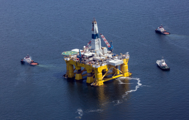 Plateforme pétrolière de Shell, en 2015 © Tim Aubry / Greenpeace