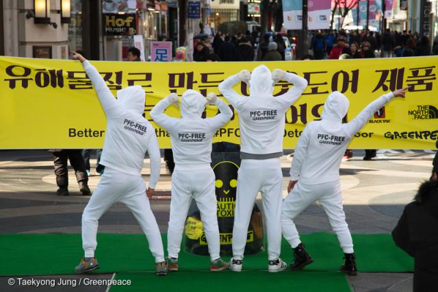 Défilé de mode dans un centre commercial en Corée du Sud