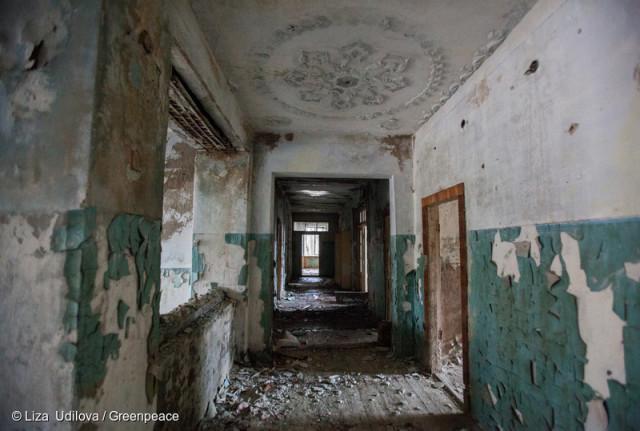 Bâtiment abandonné, au sein de la zone d'exclusion de Tchernobyl, Belarusse © Liza Udilova / Greenpeace