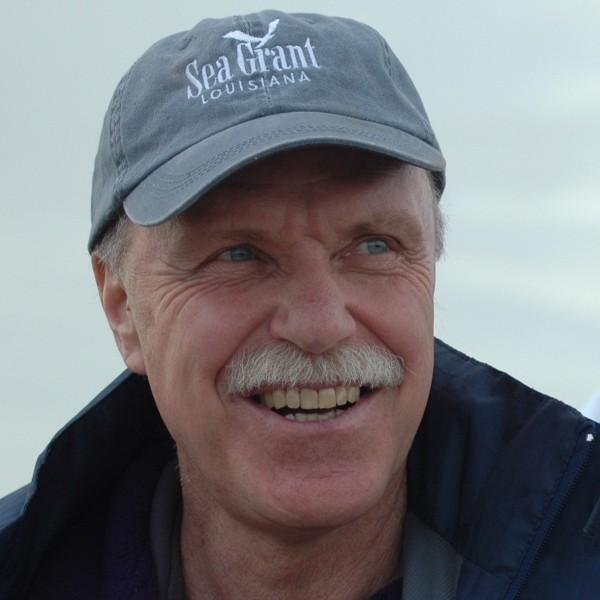 Ray Hilborn, professeur à l'école des Sciences Marines de l'université de l'Etat de Washington, a fait carrière dans la réfutation des recherches scientifiques mettant en évidence la diminution mondiale des stocks de poissons. © Wikimedia Commons