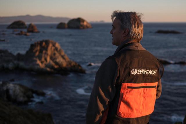 Paul Horsman, directeur de campagne pour Greenpeace Andino et biologiste marin, s'est joint à la seconde expédition de Greenpeace à Chiloé en compagnie d'une équipe d'experts indépendants pour déterminer les causes de cette catastrophe environnementale