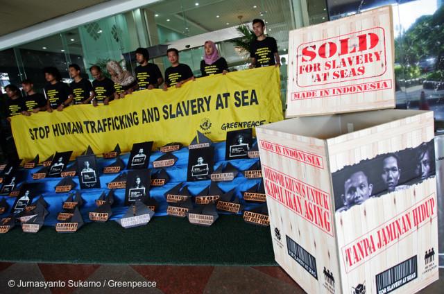 Mobilisation de Greenpeace contre le travail forcé en mer