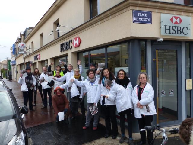 Une quinzaine de militants mobilisés devant une agence HSBC de Bordeaux, samedi 28 janvier 2017. ©Nathalie Makowski