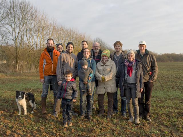 Photo de groupe des visiteurs et de leurs hôtes. © Théophile Trossat / Greenpeace