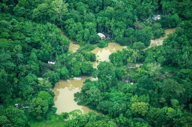 Vue aérienne d'un village au nord de l'Amazonie. © Rogério Assis / Greenpeace