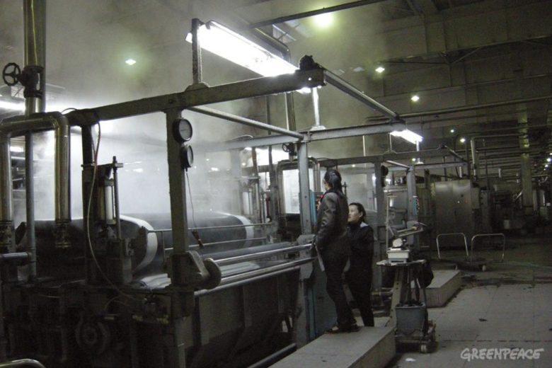 femmes travaillant dans l'industrie textile