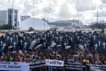 Brésil : une manifestation des peuples indigènes violemment réprimée