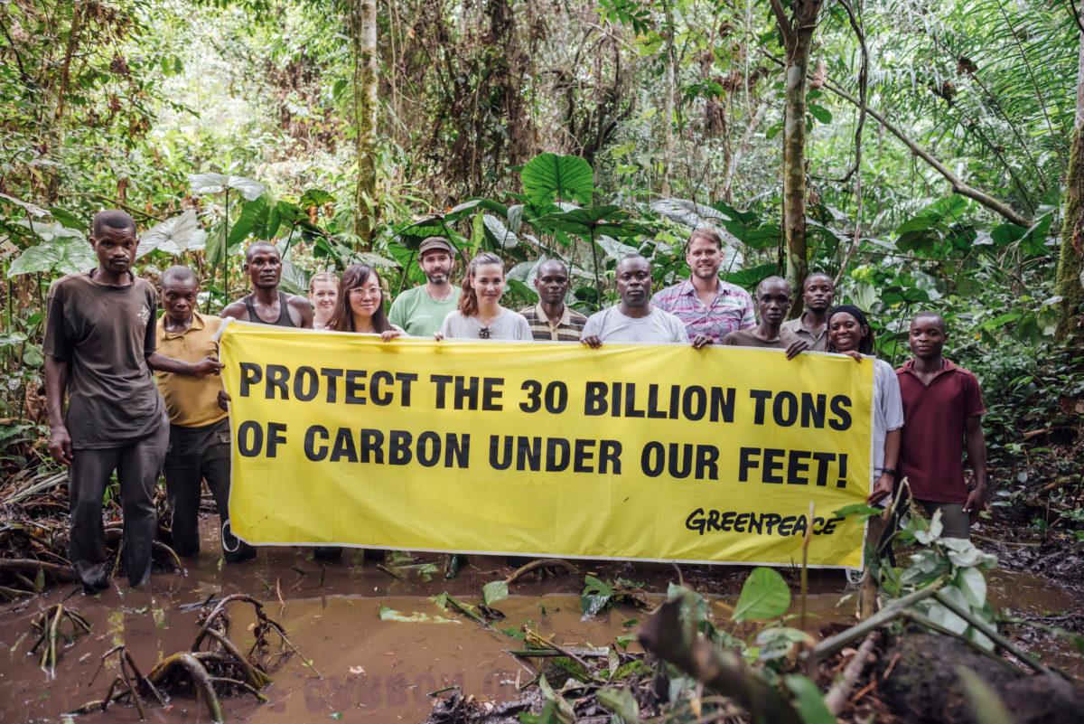 Très Greenpeace dénonce Nestlé, qui contribue à la déforestation en  XU47