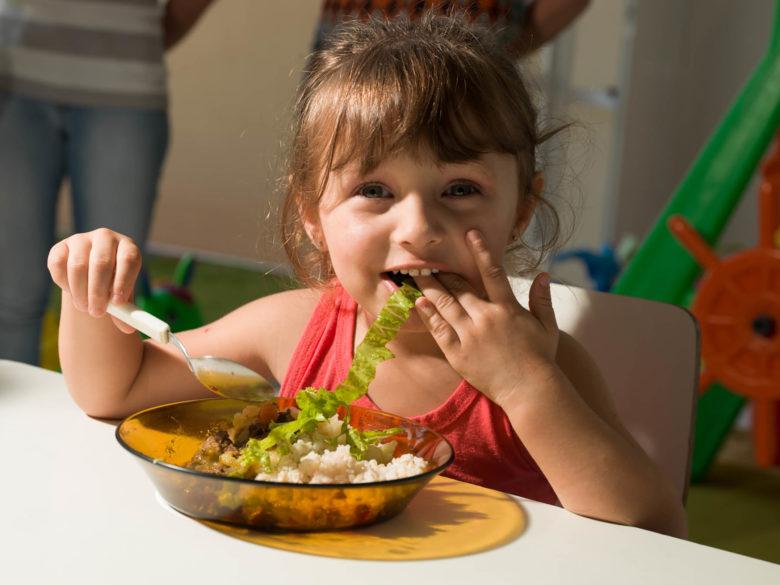 Un repas scolaire écologique dans une école brésilienne