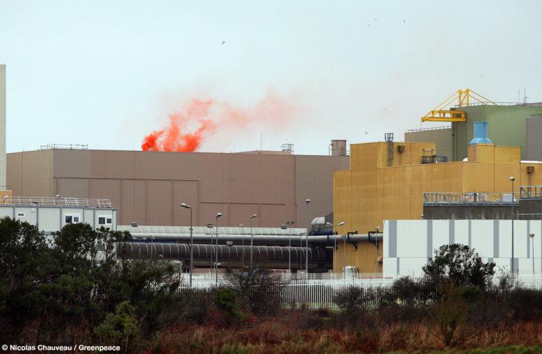 Fumigènes à l'usine Orano La Hague