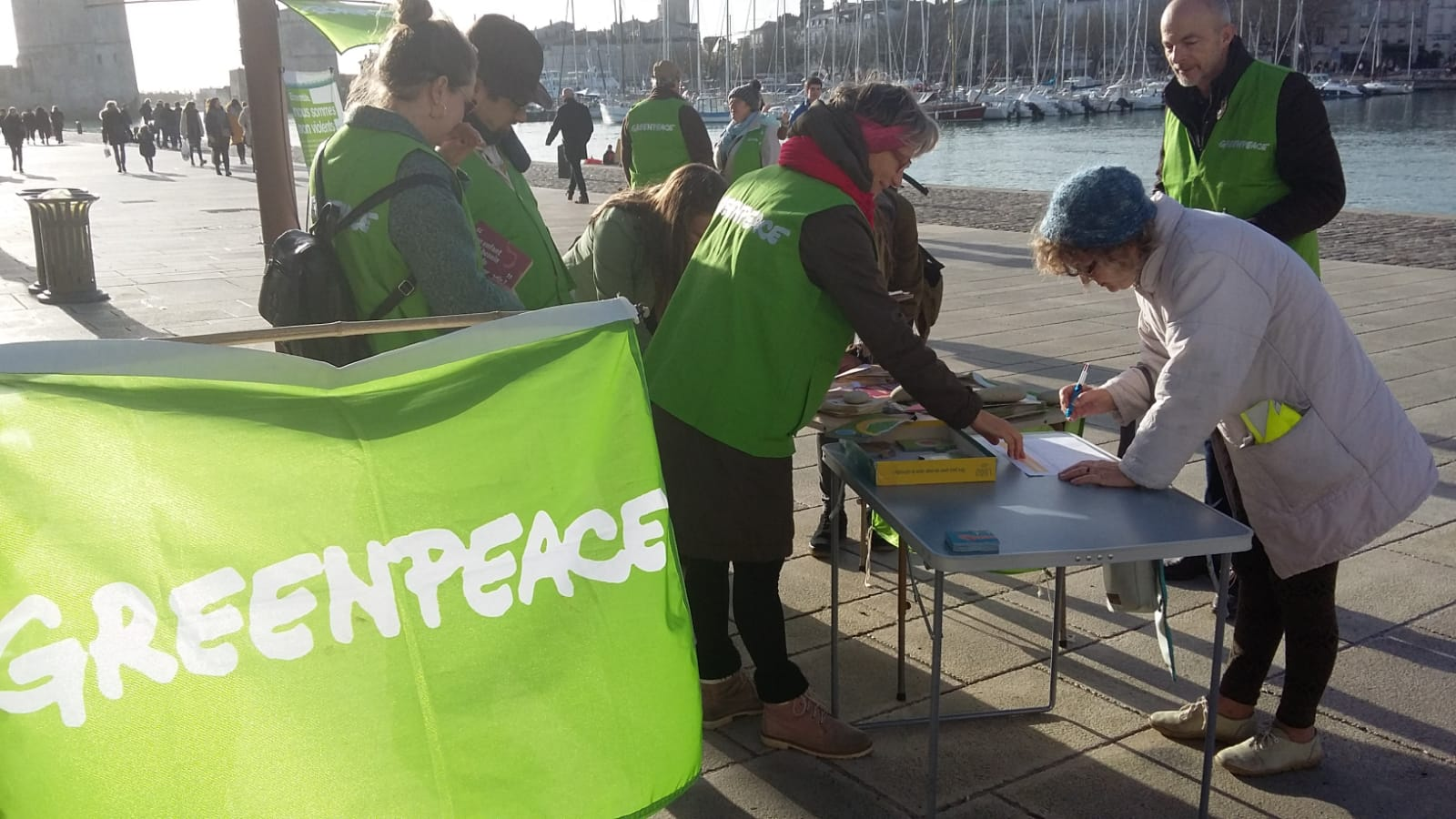 Action restauration scolaire à La Rochelle