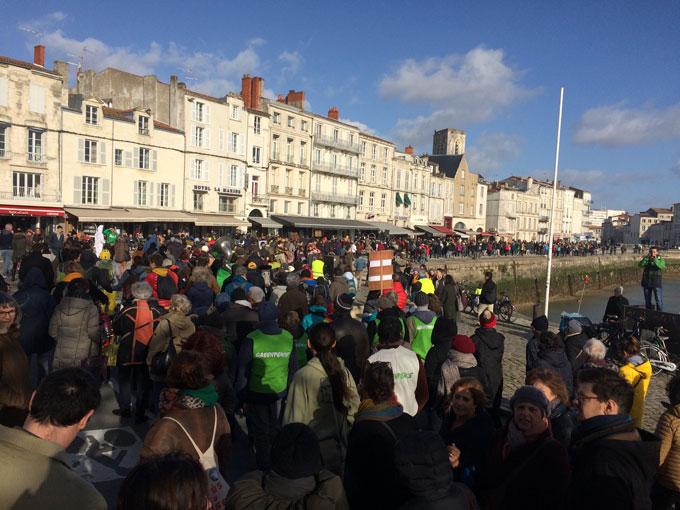 marche-climat-port-la-rochelle-greenpeace