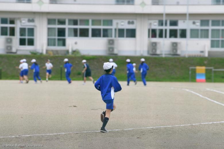 Le gouvernement a levé l'ordre d'évacuation dans des zones comme à Iitate, près de Fukushima, où la radioactivité est encore élevée, y compris dans des écoles © Shaun Burnie / Greenpeace
