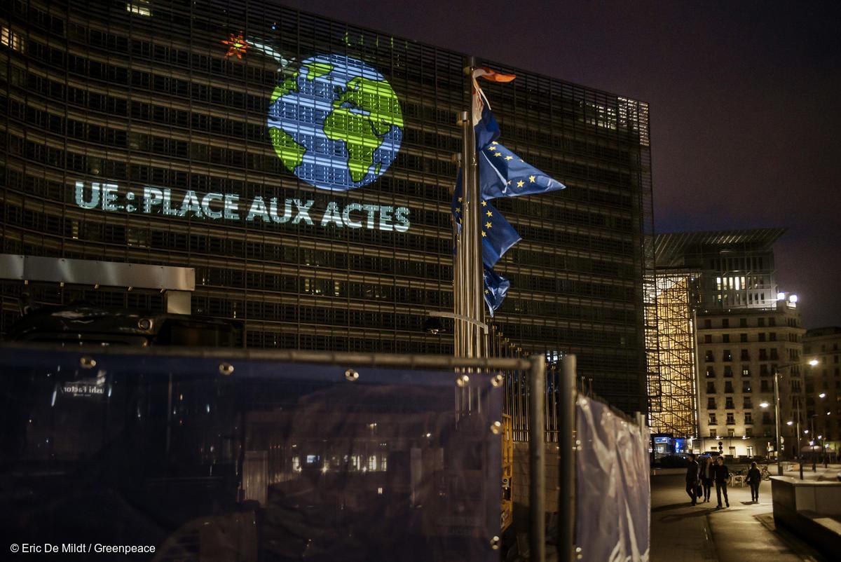 Bruxelles, 20 juin 2019 : les activistes de Greenpeace envoient un message aux chefs d'États et de gouvernements en amont d'un sommet européen crucial pour le climat.
