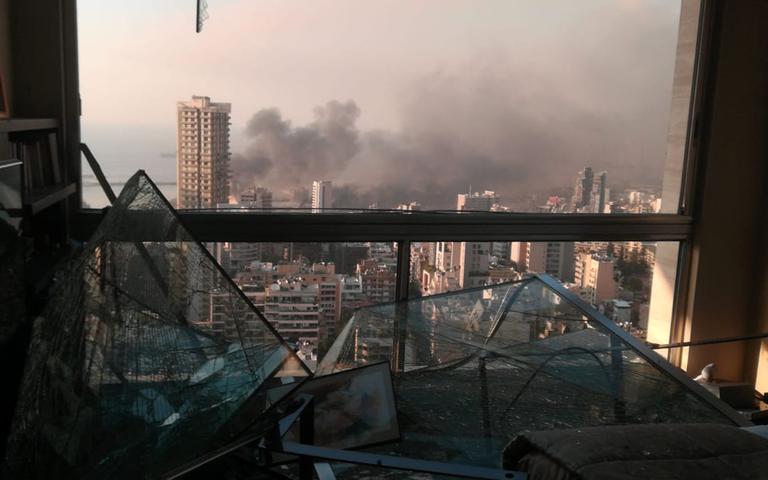 Photo prise après l'explosion depuis un appartement du quartier d'Achrafieh.