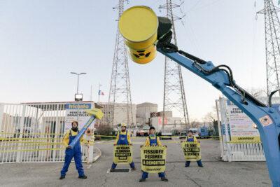 © Andrea Olga Mantovani Des militants s'introduisent dans la centrale nucléaire de Tricastin d'EDF en France (Entrée)
